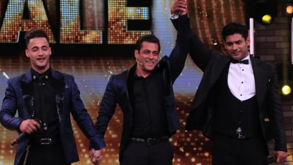 Bigg Boss 13 win of Sidharth Shukla has triggered an online face-off between his and Asim Riaz's backers.