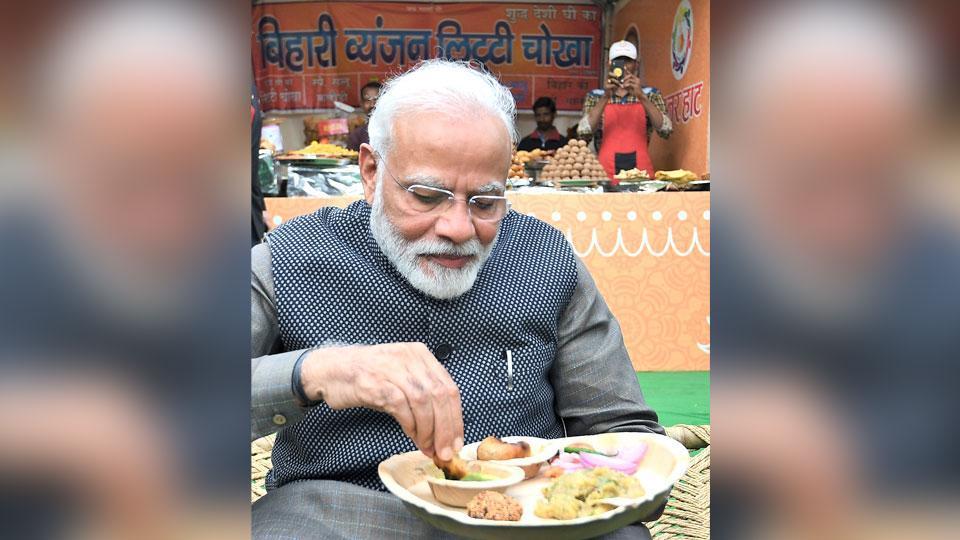 PM Modi visits artisans fair Hunar Haat in New Delhi, has 'litti-chokha with kulhad chai' for lunch