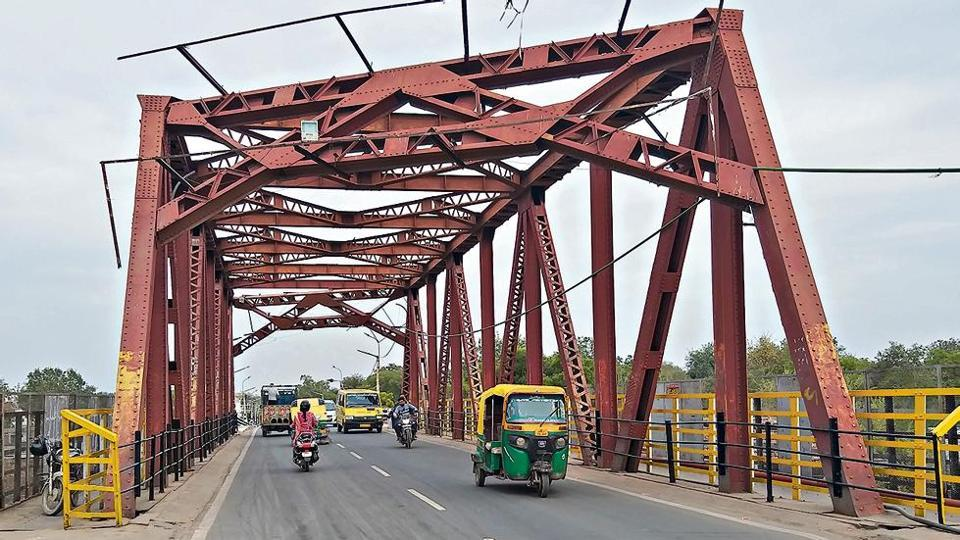 Local officials are evaluating whether USpresident's armoured limousine can cross a particular bridge in Agra on way to the Taj. The bridge has been unsuitable for heavy vehicles.