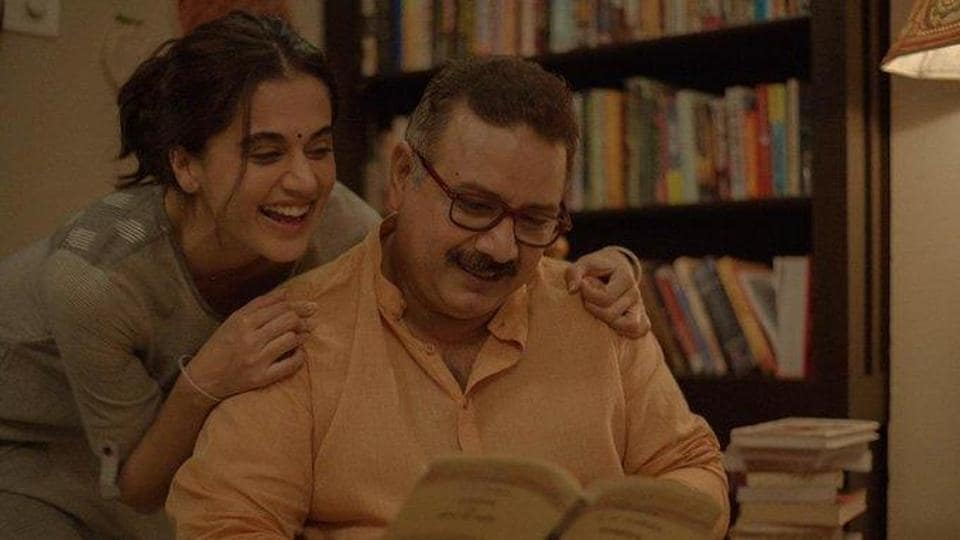 Taapsee Pannu poses with Kumud Mishra, who plays her dad in Thappad.
