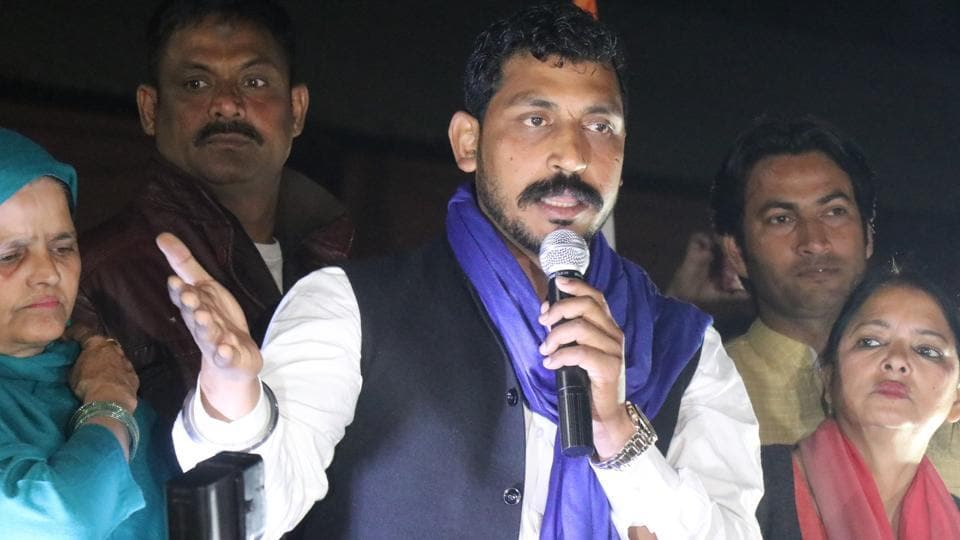 Bhim Army chief Chandrashekhar Azad addressing crowd in Dehradun . Paras Negi/ HT Photo