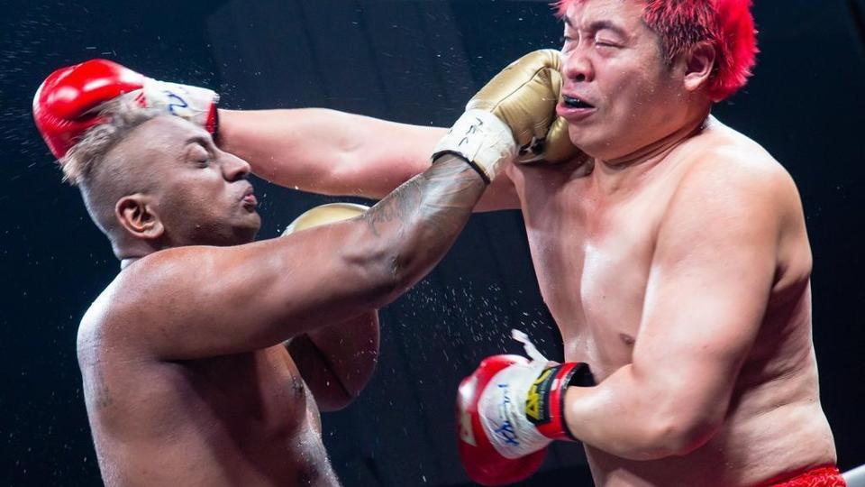 Pradip Subramaniamduring fight with Steven Lim.