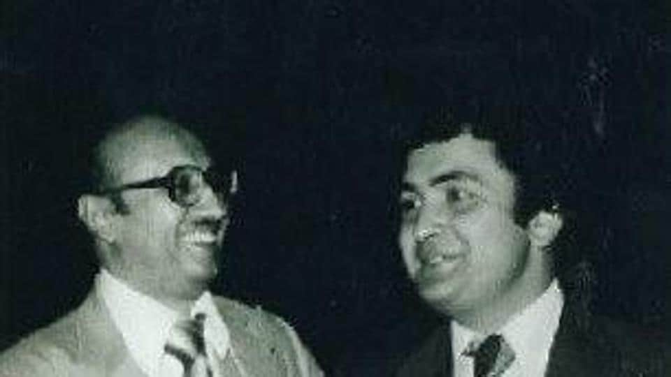 Rishi Kapoor shares a pic with filmmaker Manmohan Desai as he remembers the late producer.