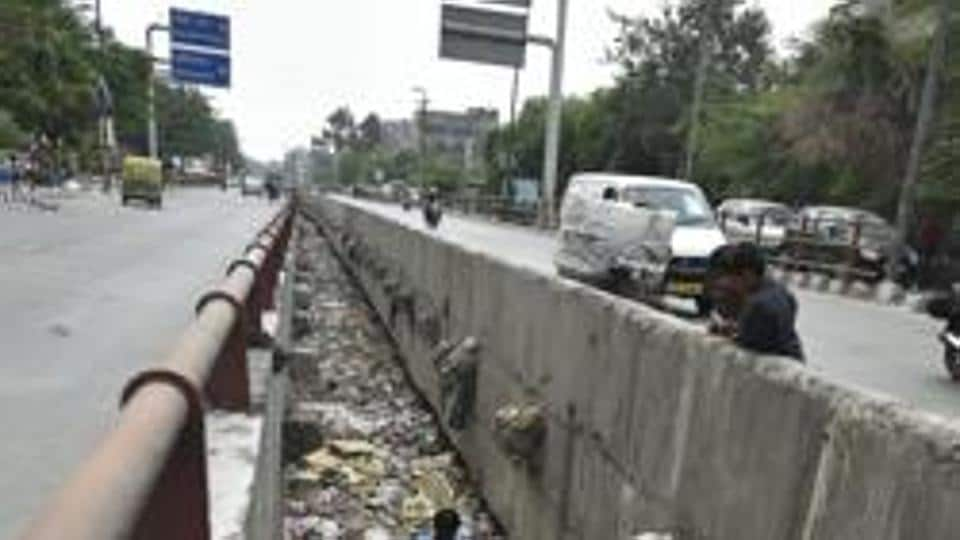 In a meeting held on January 7, the DPCC took the decision that the EDMC shall remove all the solid waste from both banks of the drain and keep a vigil on the drain and prevent dumping of garbage.
