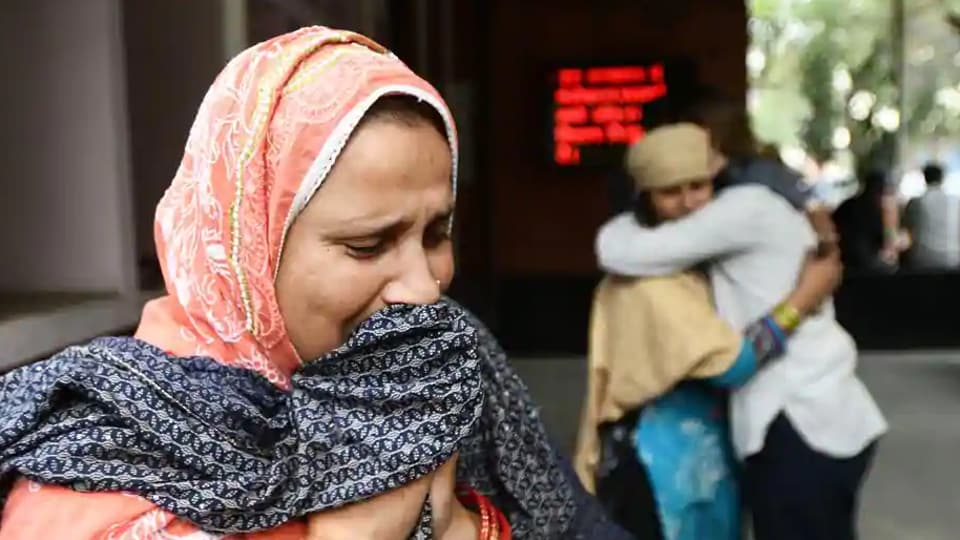 Azra Khatun breaks down as she waits to receive the body of her newphew Ashfaq Hussain (22) who was killed who was killed during communal violence in northeast Delhi area outside GTB hospital mortuary on February 27, 2020.