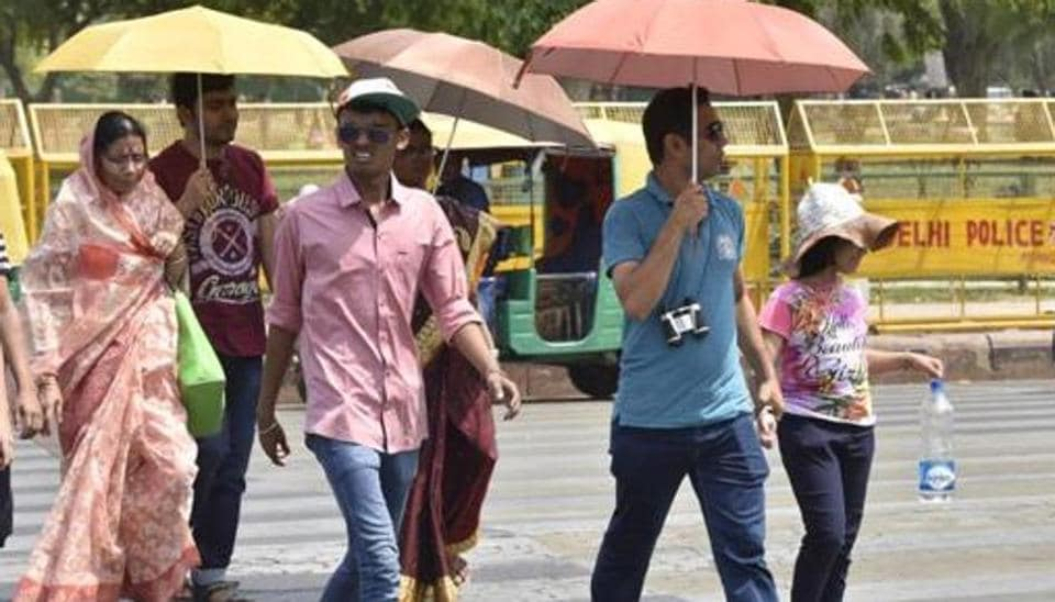 Due to early summer conditions the city recorded minimum temperature at 12.12 degrees Celsius in Shivajinagar and 15.6 degrees Celsius at Lohegaon, the maximum temperature was recorded at 33 degrees Celsius, according to India Meteorological Department.