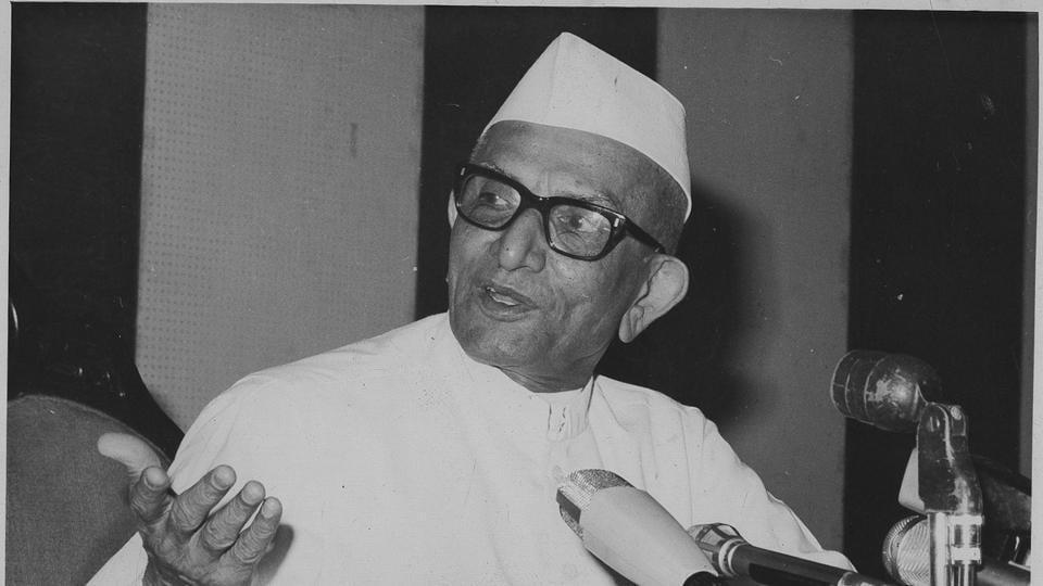 27 October 1977 - The PM, Morarji Desai, at his press conference in New Delhi.