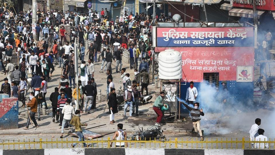 A mob seen pelting stones as the violence intensified at Bhajanpura on Monday, February 24. (Sanchit Khanna / HT Photo)