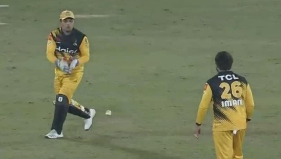 Kamran Akmal drops a sitter in PSL 5.