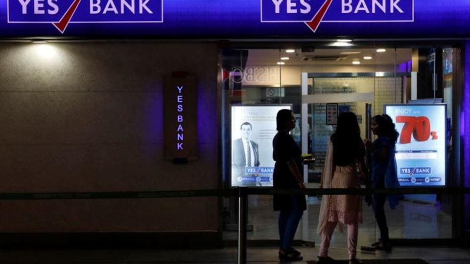 Yes Bank depositors in Mumbai rush to ATMs but unable to withdraw cash thumbnail