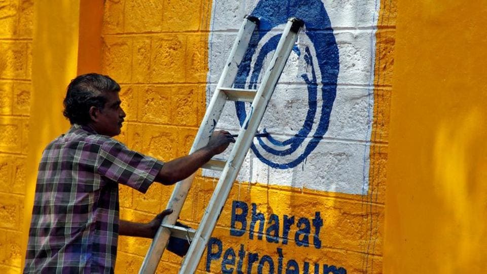 A man paints the logo of oil refiner Bharat Petroleum Corp (BPCL) on a wall on the outskirts of Kochi, November 21, 2019. REUTERS/Sivaram V/Files