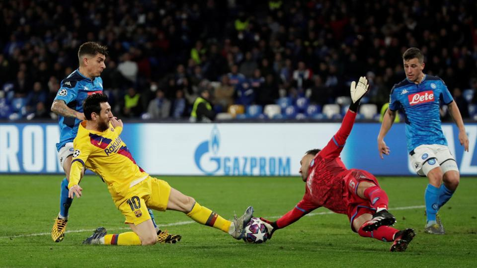 Barcelona's Lionel Messi in action with Napoli's David Ospina.