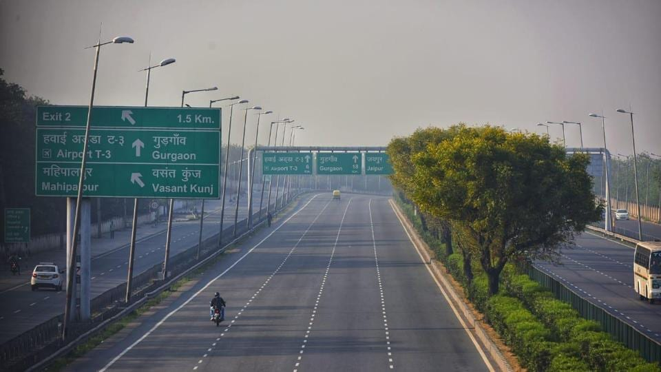 Delhiites woke up to a lazy Sunday with nothing but peace and quiet prevailing around them. The roads looked deserted with barely any busy commuters on them.