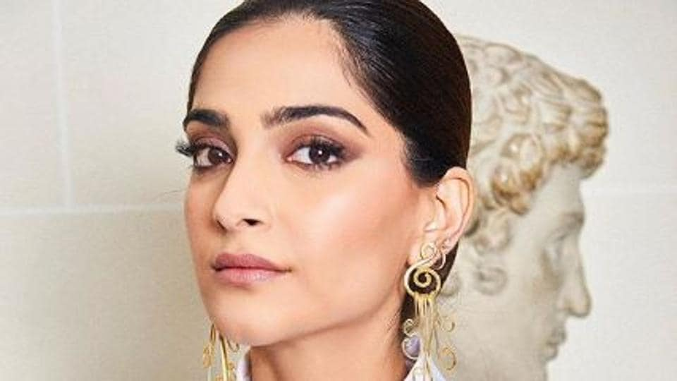 Sonam Kapoor had an argument with a journalist over her support for Kanika Kapoor.