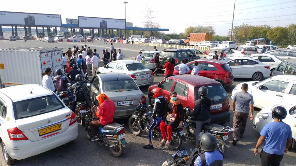 People alleged that they have been facing long snarls on the Delhi-Noida direct flyway, DND, (in photo) and the Sector-14-Mayur Vihar border connecting Delhi and Noida.