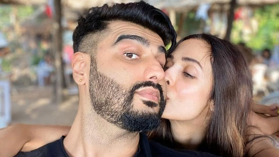 Arjun Kapoor trolled Malaika Arora for being a poser but her reply won the day.