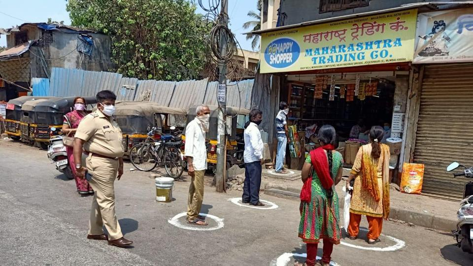 The top brass of the city police held a meeting after the PM's speech and the decision to mark the roads and footpaths for disciplined queues was taken, Mumbai Police officials aware of the developments said.