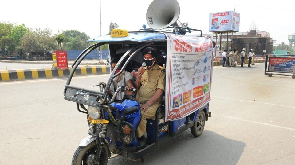 Police personnel in Patna instruct locals through a loudspeaker to stay indoors during the first day of national lockdown  to curb the spread of coronavirus on Wednesday.