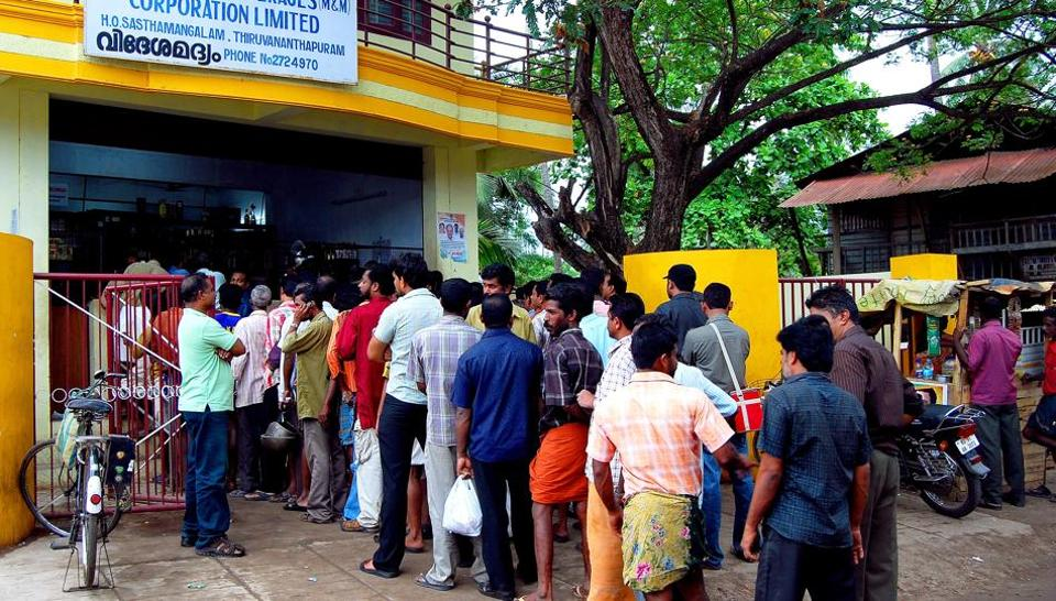 A long queue outside a wine shop in Thiruvananthapuram on Tuesday before the government shut down such outlets.