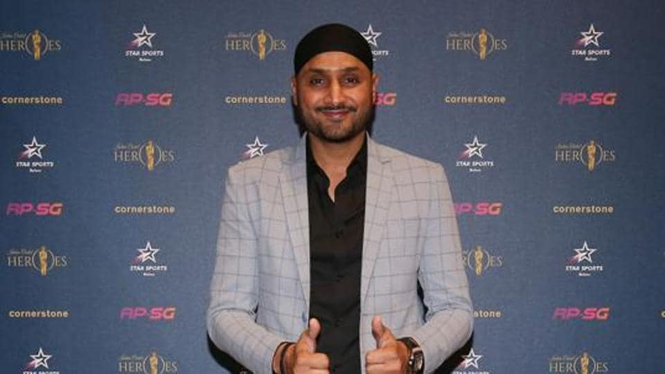 Harbhajan Singh shares video of mob attacking policemen on duty; asks people to change attitude thumbnail