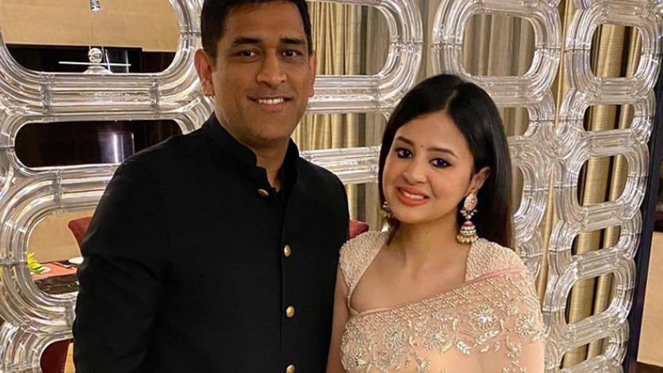 MS Dhoni with wife Sakshi Dhoni.