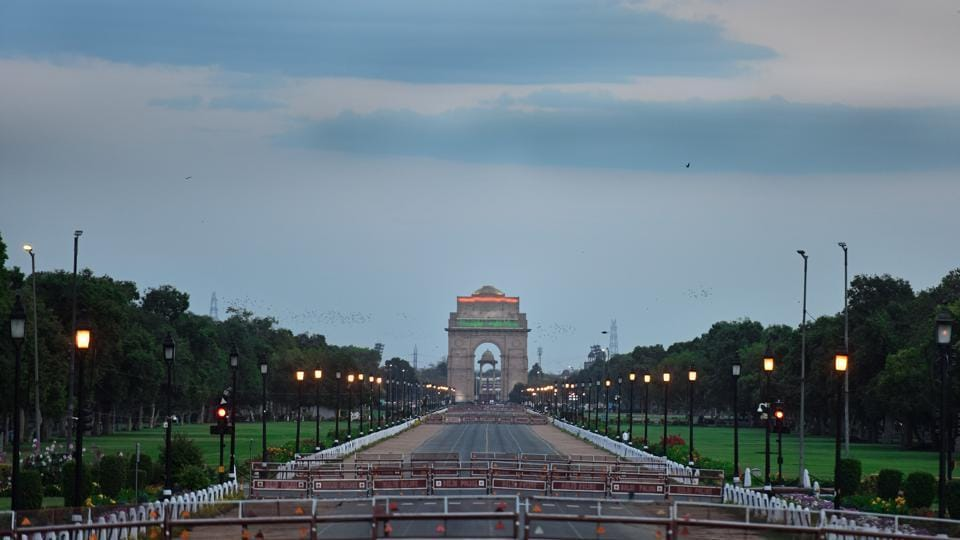 A deserted Rajpath in view as India entered day three of a 21-day lockdown as a measure against the coronavirus outbreak.  (Sanchit Khanna / HT PHOTO)