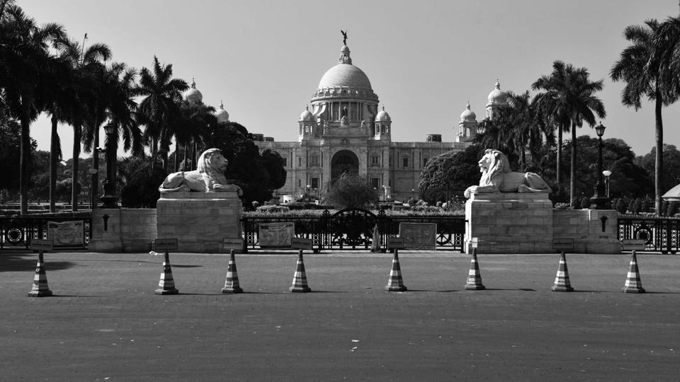 Victoria Memorial Hall stands tall and alone in Kolkata, West Bengal. (Samir Jana / HT Photo)