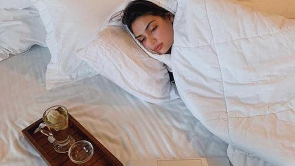 Athiya Shetty shows how to kill time during self-isolation: 'Stay home. k, thnx, bye'