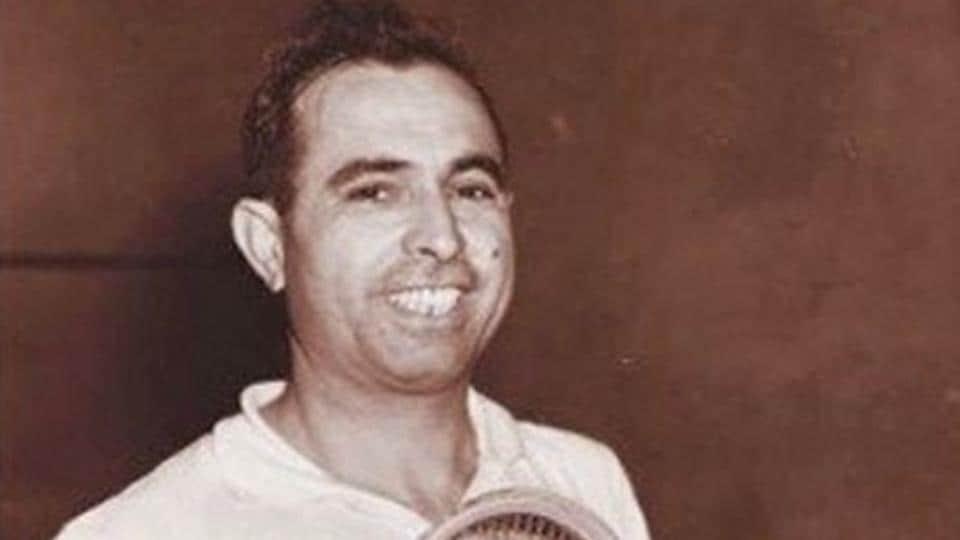 Pakistan squash great Azam Khan dies of Covid-19 in London