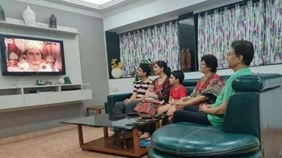Arun Govil watches Ramayan rerun with his family.
