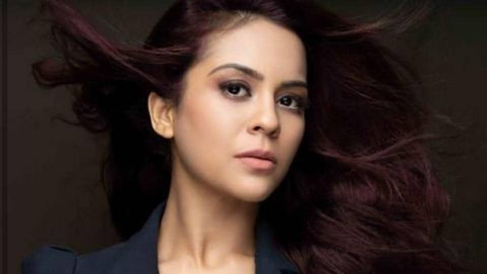 Actor Sana Saeed's father died on the day of Janta Curfew.