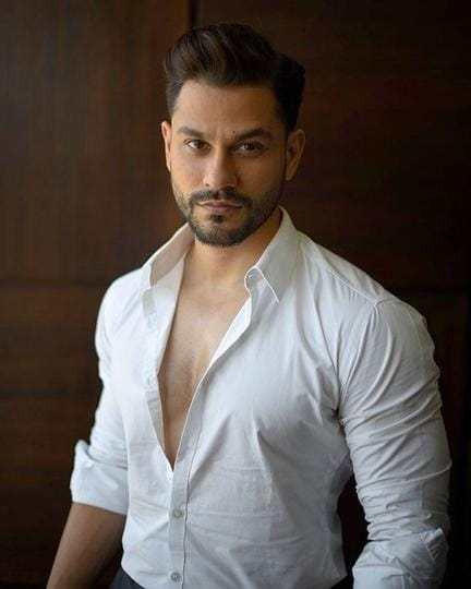 Actor Kunal Kemmu has found a unique way to make a point in this time of crisis.