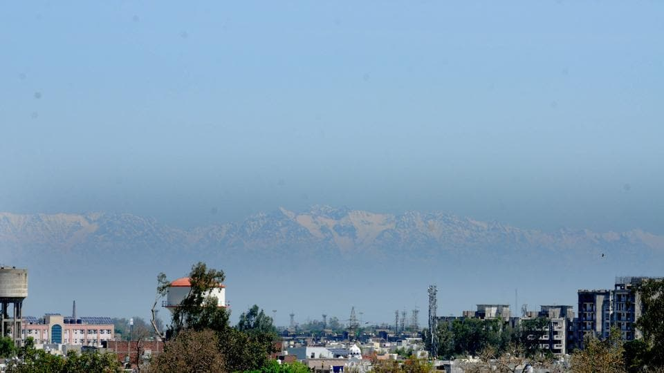 The image shows the Himachal mountain range.