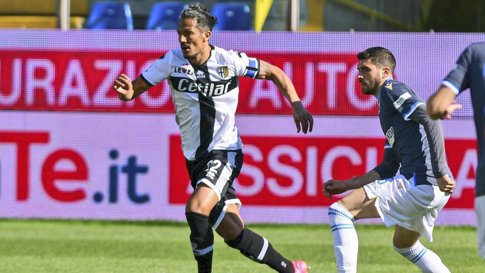 Parma's Bruno Alves, right, controls the ball from Spal's Mattia Valoti.