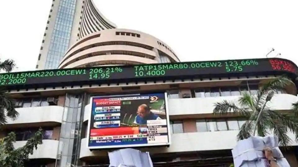 Sensex drops 450 points to 29,600 in opening session; Nifty slips at 8,700