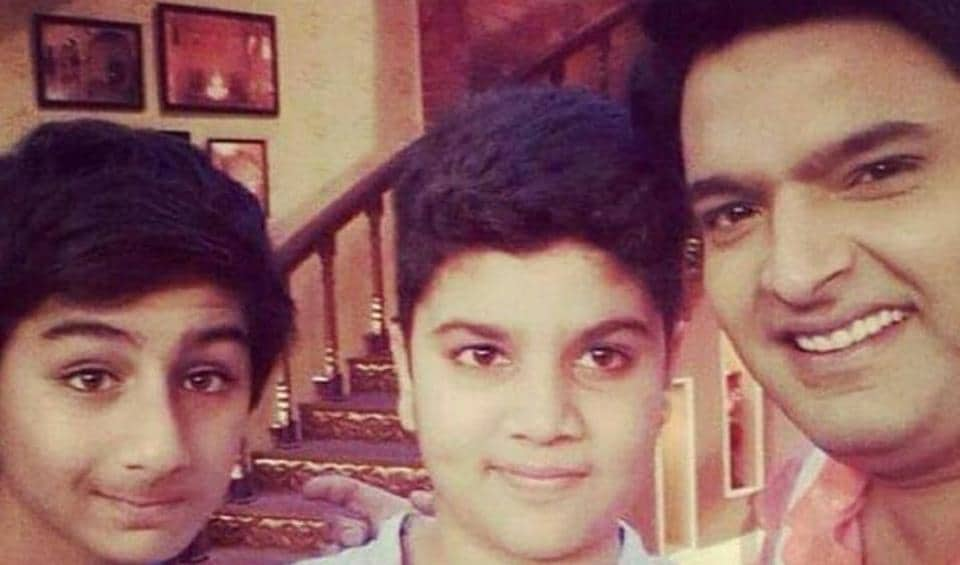 KapilSharma and Ibrahim Ali Khan in a throwback photo from the sets of Comedy Nights With Kapil.