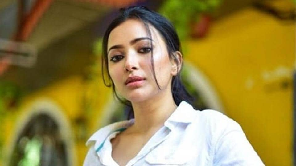 Actor Shweta Basu Prasad admits though it has been difficult to deal with the lockdown situation, she is trying to stay busy.