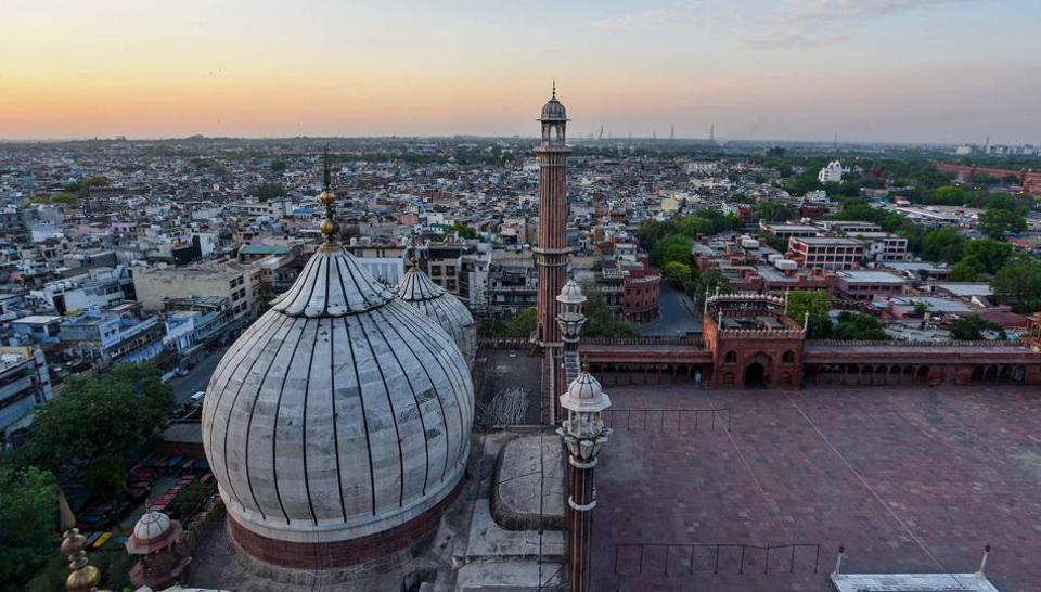New Delhi, India - April 23, 2020: An aerial view of the old quarters of the city from Jama Masjid on a clear evening in New Delhi, India, on Thrusday, April 23, 2020. (Photo by Biplov Bhuyan/ Hindustan Times)