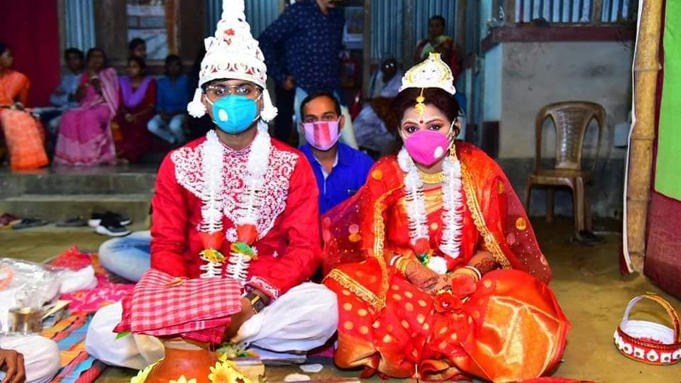 Sunny Sutradhar, 24, a supervisor in export sector in Delhi got married to Subhra Shil, a swimming instructor at a school in Delhi.