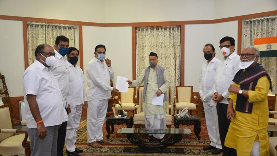 The Maharashtra Vikas Aghadi (MVA) delegation with Governor Bhagat Singh Koshyari  at the Raj Bhavan on Tuesday.
