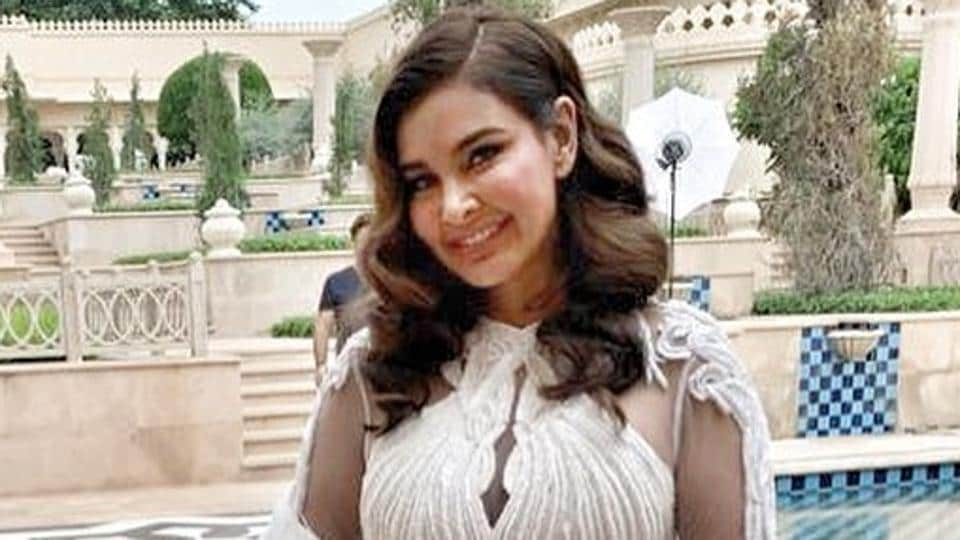 Lisa Ray on sets of Four More Shots Please!