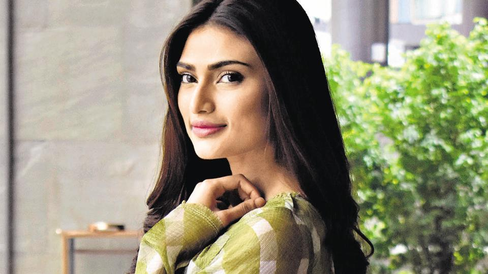 Actor Athiya Shetty believes in providing ration to the needy