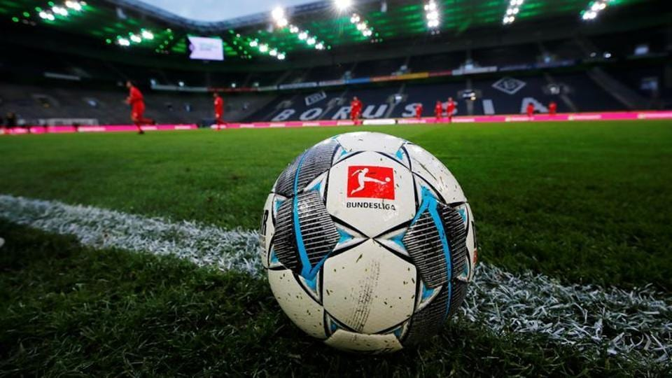 General view of a match ball during the warm up before the match.