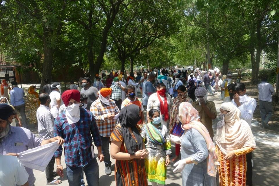 Over 200 residents had gathered in Dugri Phase 1 (ward number 44) in Ludhiana when administration officials reached the area.