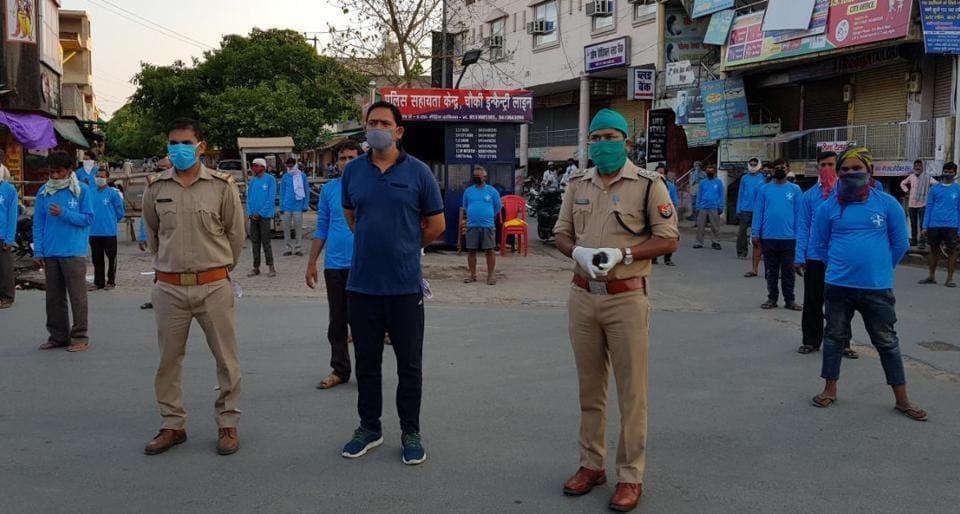 Under the initiative, blue T-shirts were distributed to 150 vegetable vendors in Tajganj, Rajpur, Taj Nagar and Rakabganj localities on Monday and Tuesday.