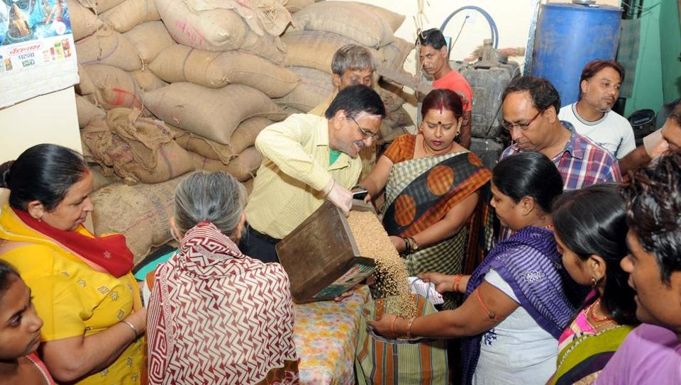 Odisha has received applications for 500,000  new ration cards in addition to 32.6 million cards already issued.  (Photo by Diwakar Prasad/ Hindustan Times) PHOTO FOR REPRESENTATIONAL PURPOSE