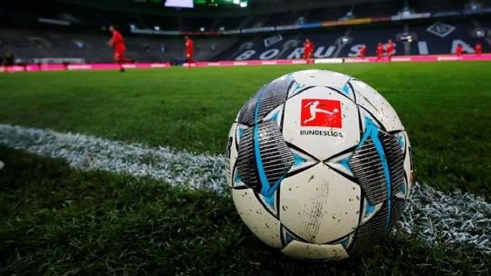 General view of a match ball during the warm up.