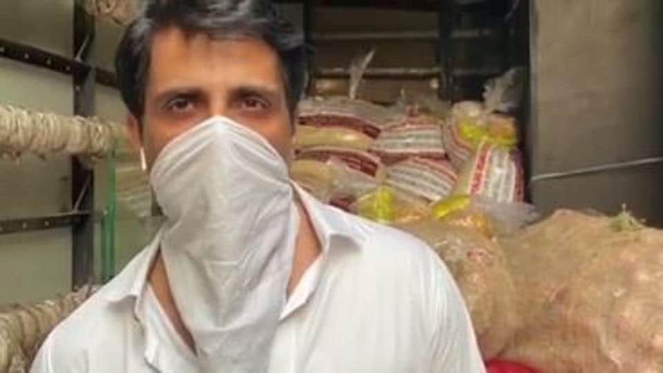100 Hours 100 Stars: Sonu Sood is providing meals to thousands of people everyday in Mumbai.