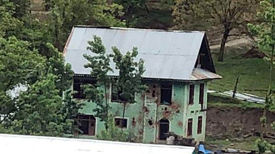 The encounter in Handwara had started at 3.30 pm when a joint team of the Rashtriya Rifles and Kashmir police surrounded the house a short distance from Kupwara.