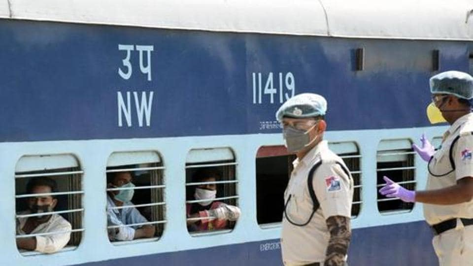 Police personnel watch as a train carrying immigrants from Jaipur enters Danapur Station, Patna, May 2, 2020.